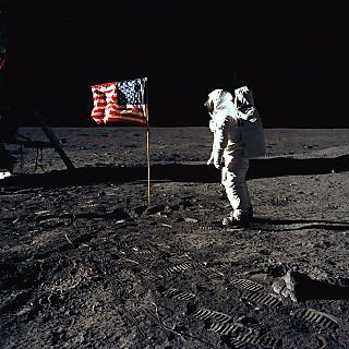 Buzz_salutes_the_us_flag