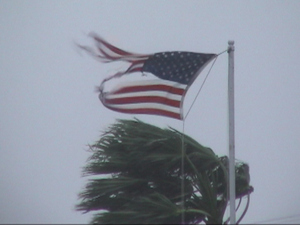 American_flag_in_hurricane_jeanne_l